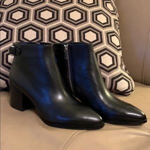 NEW IN BOX Michael Kors black leather ankle boots